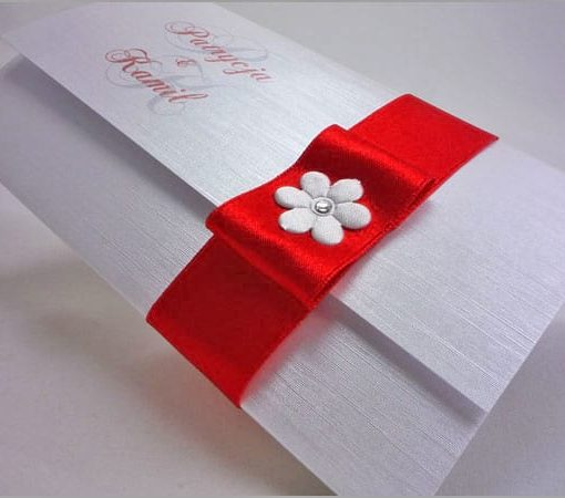 Zaproszenia na ślub z czerwoną tasiemką