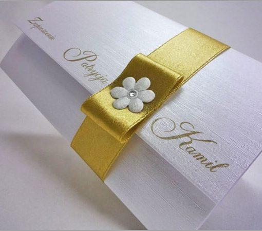 Zaproszenia ślubne z złotą wstążką