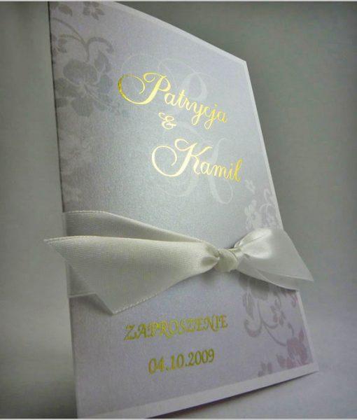 Zaproszenia ślubne z złotymi napisami