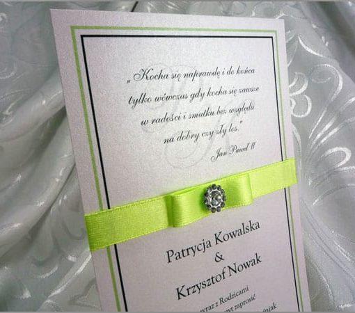 Zaproszenia na ślub z seledynową wstążką