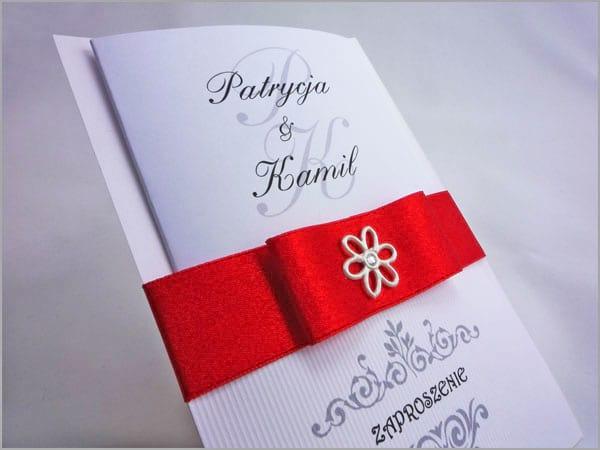 Zaproszenia weselne z czerwoną wstążką