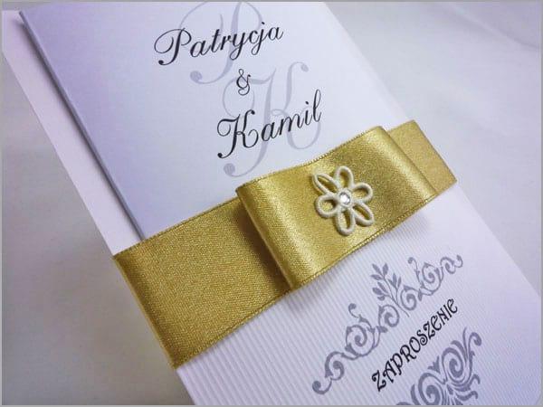 Zaproszenia weselne z złotą wstążką