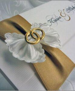 Zaproszenia ślubne z kokardą