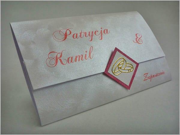 Zaproszenia na ślub z czerwonymi napisami