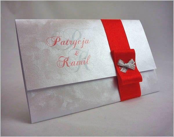 Zaproszenia ślubne z czerwoną wstążką
