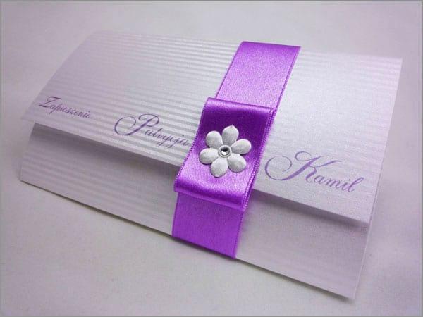 Zaproszenia na ślub z fioletowym kolorem wstążki