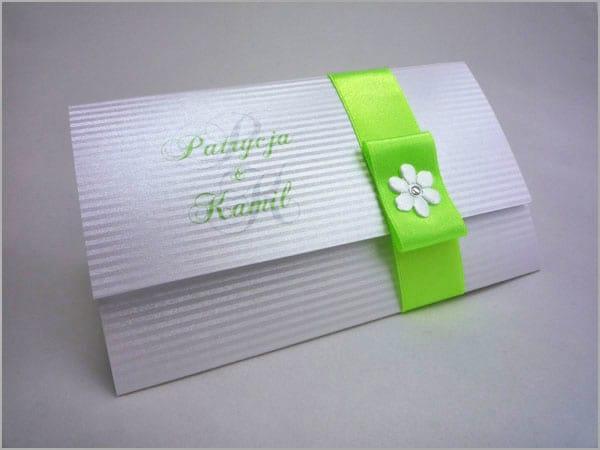 Zielone zaproszenia ślubne z wstążką