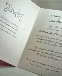 Elegancki tekst zaproszenia na ozdobnym papierze