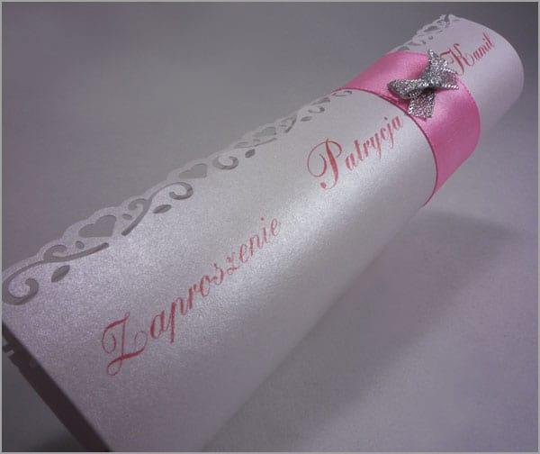 Różowe zaproszenia ślubne rulonik