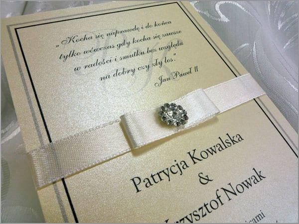 Zaproszenia ślubne z ozdobnego papieru