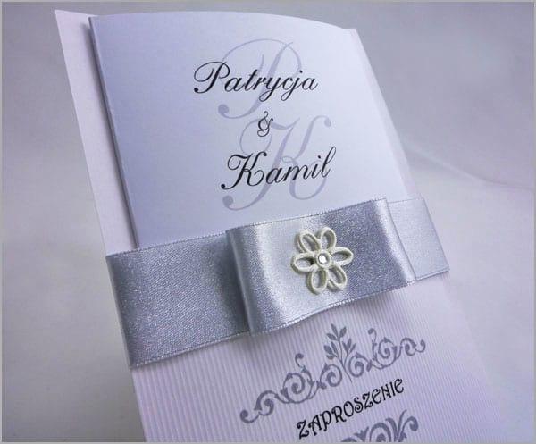 Zaproszenia na wesele z srebrną wstążką
