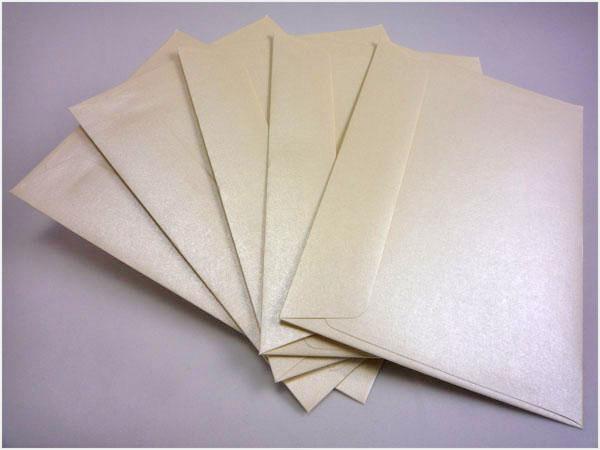 Kremowe koperty na zaproszenia