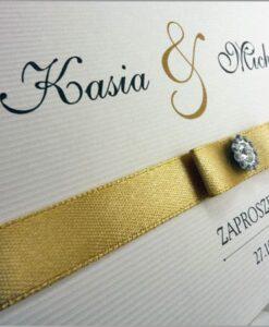 Zaproszenia ślubne ze złotą wstążką