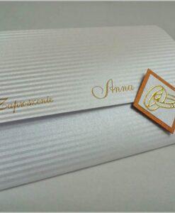 Zaproszenia na ślub z ozdobnego papieru