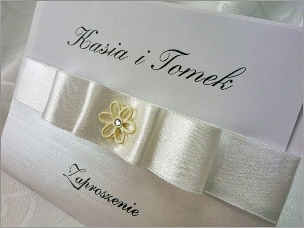Eleganckie zaproszenia ślubne z wstążką